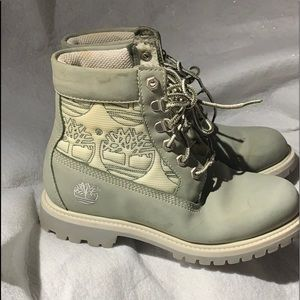 Vintage woman's Timberland boots